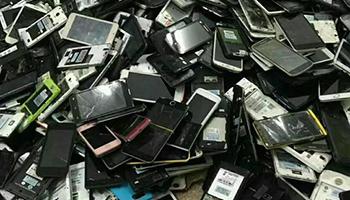 """手机更新换代速度越来越快 二手手机回收成为为不少市民的""""头疼事"""""""