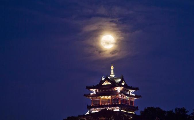 城市夜经济的发展越发成熟 夜游成为中秋出游的新亮点